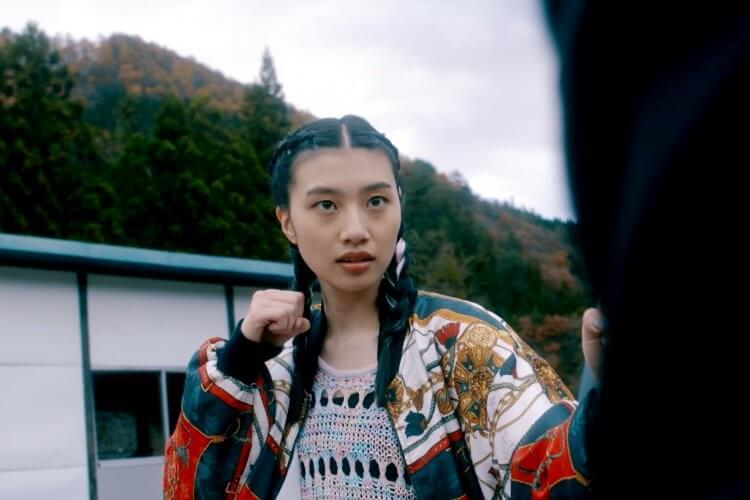 日本電影《伊索遊戲》劇照,三位主演之一的紅甘極具魅力,吸引影迷目光。