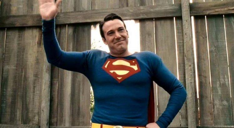 「蝙蝠俠」班艾佛列克 (Ben Affleck) 在《銀色殺機》(Hollywoodland) 中改行當「超人」,飾演已逝影星喬治里弗斯 (George Reeves)。