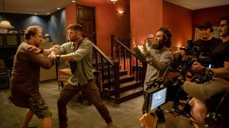 《驚天營救》由曾擔任過漫威「美國隊長」替身的山姆哈格雷夫執導,對於如何拍攝動作戲非常講究。