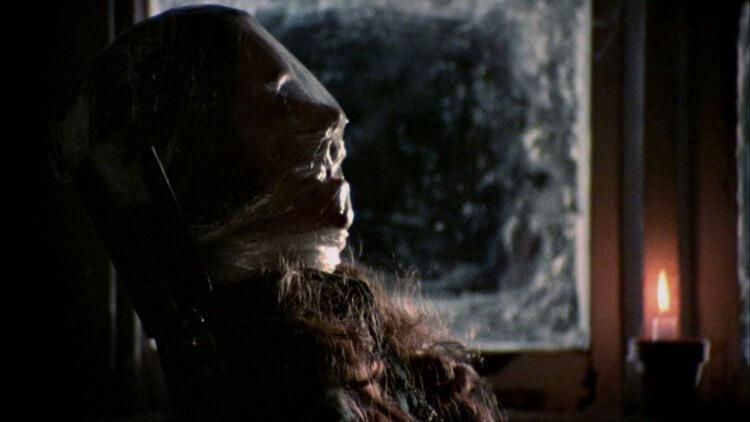 《女生驚魂記》中以兇手的視角讓觀眾在無法得知身份下目睹他犯下的罪行。