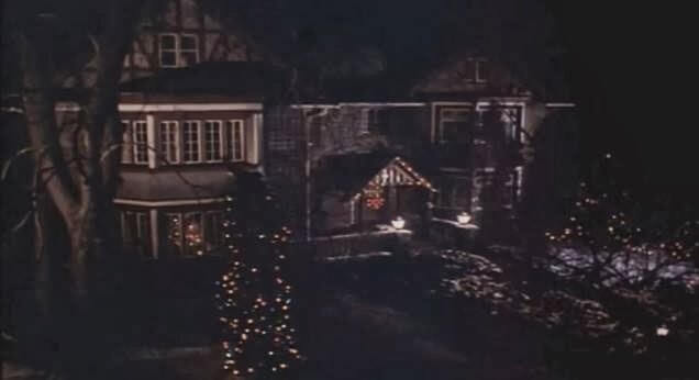《女生驚魂記》片尾以兇手的視角窺視著宿舍,彷彿整起事件尚未終了。