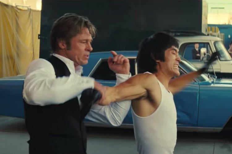 布萊德彼特飾演的特技替身演員,與麥克莫飾演的李小龍在《從前,有個好萊塢》片中一場動作戲讓人議論紛紛......