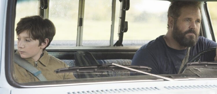 大衛丹曼 (David Denman) 飾演布蘭登的父親「凱爾」。