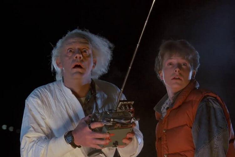 《回到未來》系列由米高福克斯以及克里斯多夫洛伊主演。
