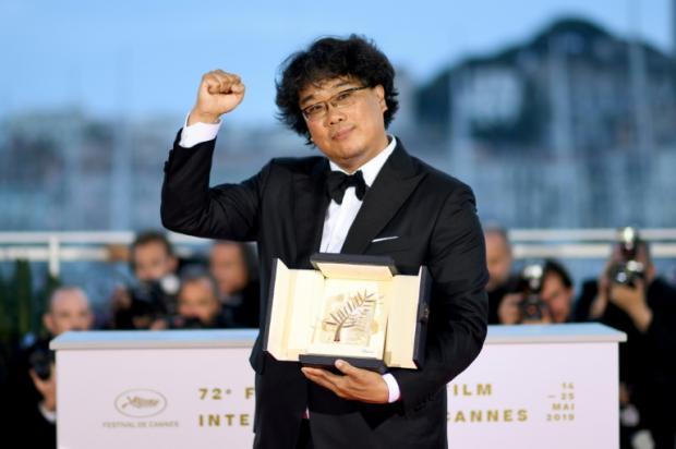 奉俊昊成為南韓影史首位獲得坎城金棕櫚殊榮的導演。
