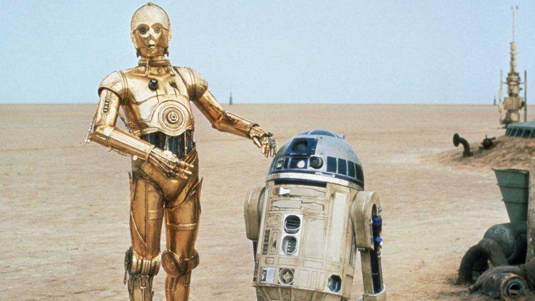 在《星際大戰》飾演 C-3PO 的安東尼丹尼斯與飾演 R2-D2 的肯尼貝克兩名演員感情不若電影當中的美好。