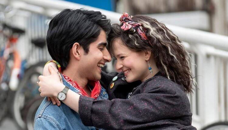 改編真人真事,英國導演兼作家:薩費茲曼佐回憶錄《來自貝瑞公園的問候》,電影《炫目之光》可見改變苦悶少年青春歲月的音樂力量如此巨大。