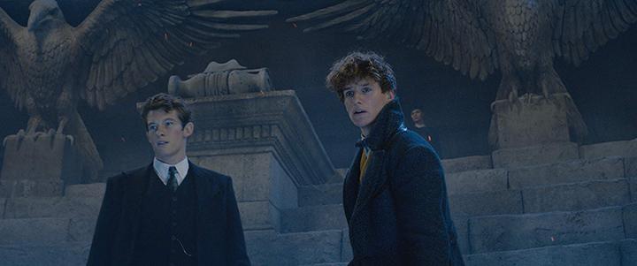 卡倫透納 在《 怪獸與葛林戴華德的罪行 》中飾演 紐特 (艾迪瑞德曼 飾) 的哥哥, 忒修斯 斯卡曼德 。