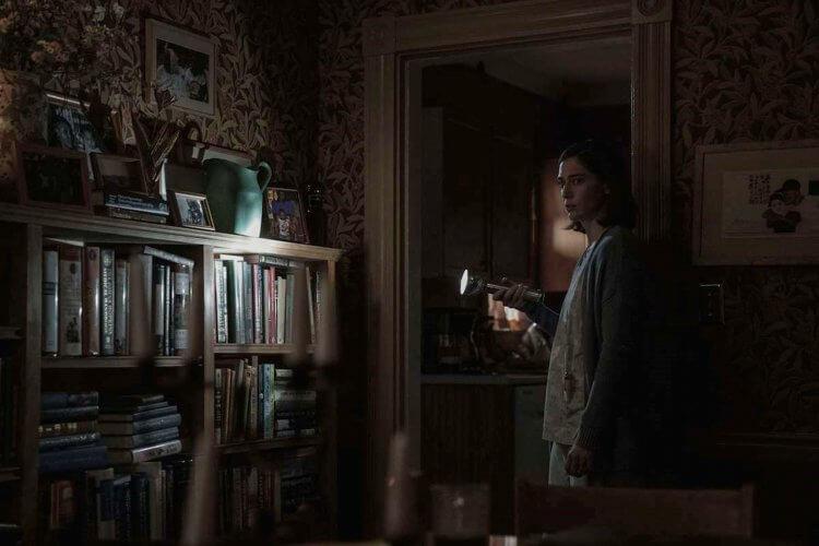 改編自史蒂芬金恐怖驚悚創作的影集《城堡岩》,第二季以《戰慄遊戲》反派安妮為主角展開故事。