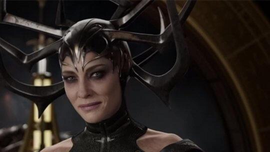 《雷神索爾 3:諸神黃昏》的反派海拉,由凱特布蘭琪 (Cate Blanchett) 飾演。