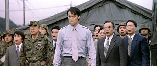 東寶新世紀系列哥吉拉電影,1999 年上映的《哥吉拉 2000》中,影星阿部寬飾演的 CCI 局長。