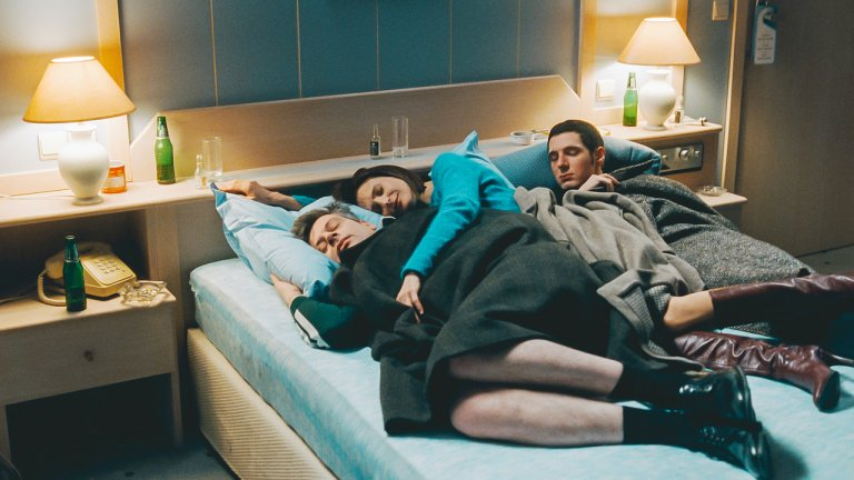 【影評】《戀愛倒帶中》:天馬行空的愛情魔幻夜,點出婚姻的春夏秋冬