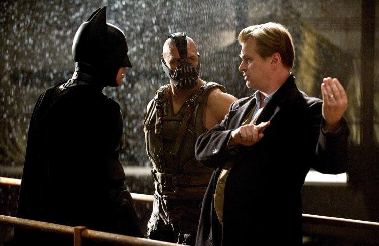 克里斯多福諾蘭導演與克里斯汀貝爾等影星拍攝電影《黑暗騎士:黎明昇起》。