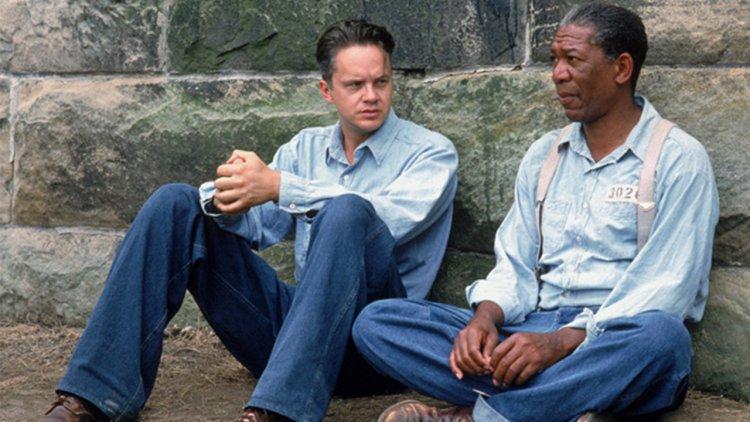 【電影背後】《刺激 1995》最偉大的一幕:一場牆邊對話,暴露了真實的友誼、犯罪計畫與真誠的美感首圖