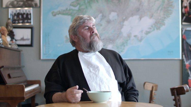 冰島直送《暖心龍蝦湯》! 伴著鮮香熱湯與熱咖啡,聚集在碼頭咖啡廳的漁夫、旅人故事紀錄片暖心上映首圖