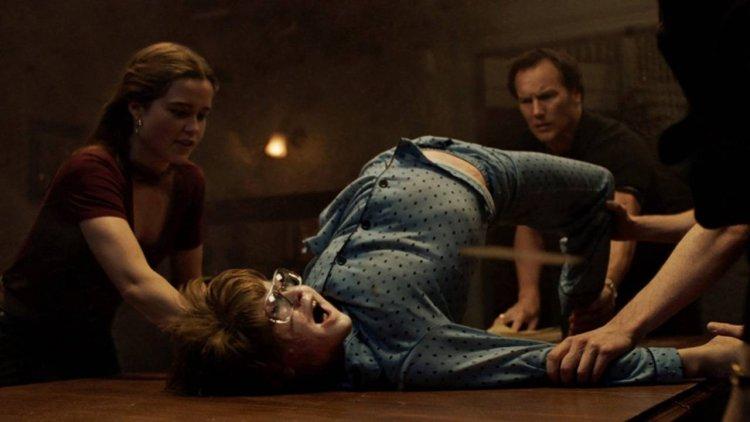 《厲陰宅3:是惡魔逼我的》劇情五大重點整理:反派計畫是什麼?與《安娜貝爾》的連結?首圖