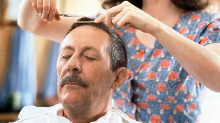 太害羞!理髮師夫婦收工後店內纏綿《理髮師的男人》法國男孩「性啟蒙」電影數位修復大銀幕重映首圖