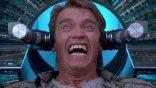 《魔鬼總動員》30 周年紀念:科幻小說鬼才、變蠅人、與阿諾如何建立他的好萊塢王朝?