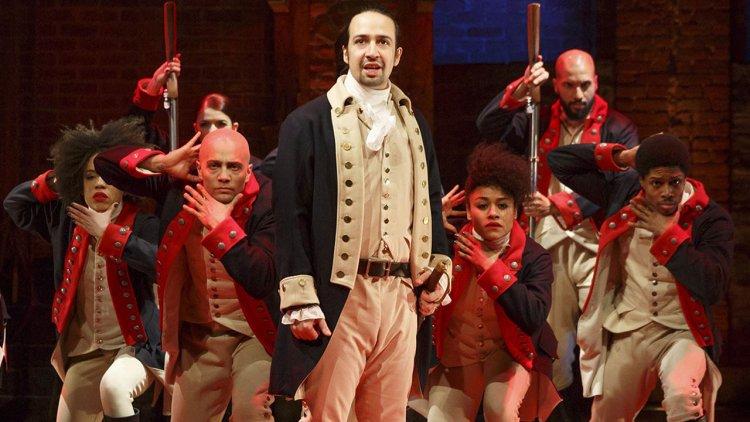 原班人馬全員到齊!迪士尼將經典音樂劇《漢密爾頓》搬上大銀幕,預計 2021 年登場首圖