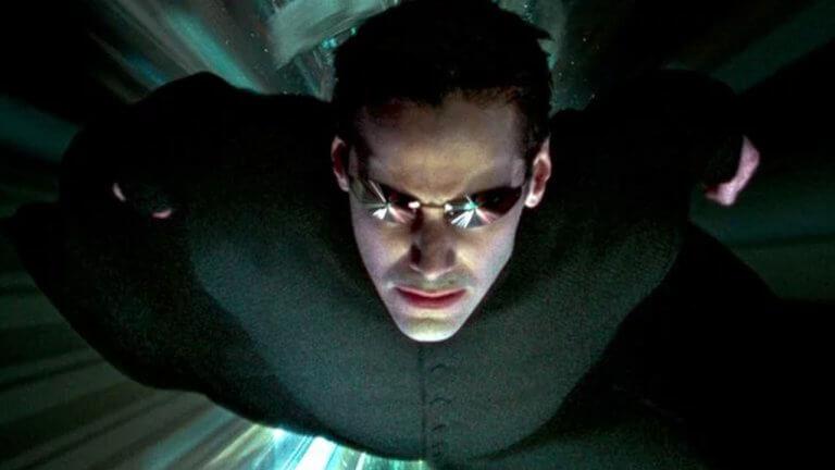 崔妮蒂和尼歐躍下高樓!《駭客任務 4》特技場面側拍流出,真槍實彈不靠綠幕