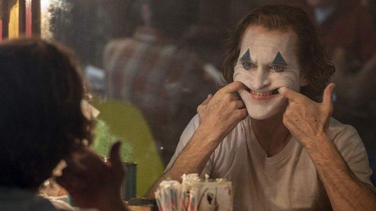 如果蝙蝠俠與小丑碰面的話反應會是什麼?《小丑》瓦昆菲尼克斯表示:「充滿興奮。」首圖