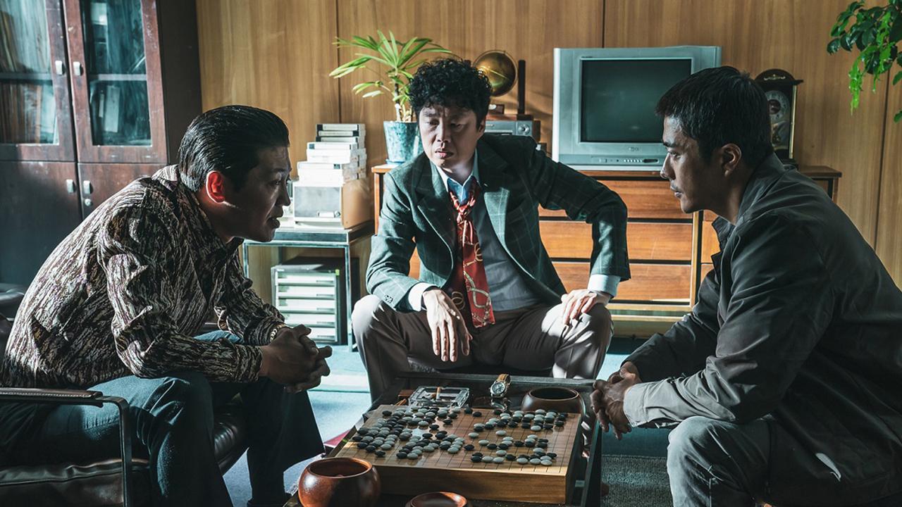 以圍棋為主軸展開的韓國犯罪動作片《神之一手 2:鬼手篇》是 2014 年《神之一手》的前傳電影。