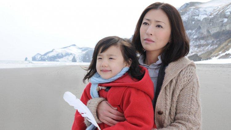 「在這個世界上,除了男人和女人,還有一種人叫做母親」──坂元裕二日劇《Mother》十周年首圖