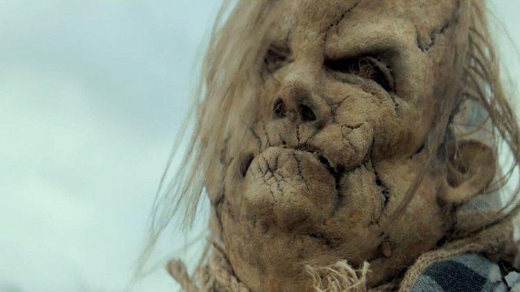 《在黑暗中說的鬼故事 2》已經開始發展?首集導演、吉勒摩戴托羅皆回歸,攜手再創奇幻怪物首圖