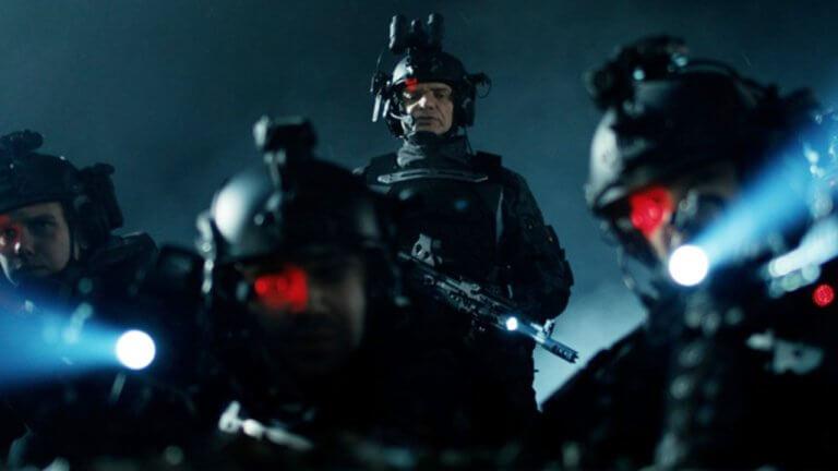 《銀翼殺手》風格再現!科幻戰爭電影《黑暗戰域》,看人類碾爆活屍大軍