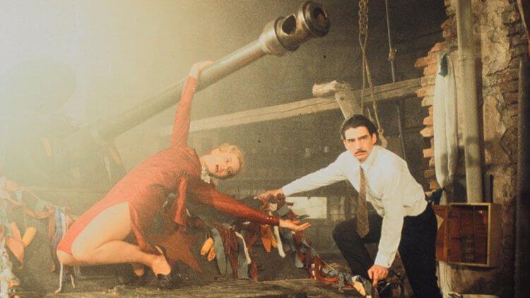 《地下社會》25 週年!革命英雄為她騙友軟禁地底 20 年?坎城金棕櫚瘋狂大作紀念經典重映首圖
