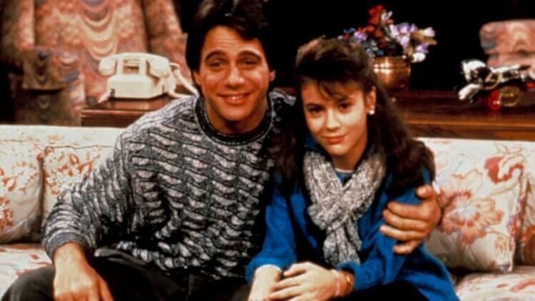湯尼丹薩、艾莉莎米蘭諾「父女」回歸!經典喜劇影集《妙管家》將推現代風格的全新篇章首圖