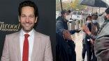 雨中送暖!「蟻人」保羅路德現身布魯克林街頭,為大選提前投票的選民發放餅乾