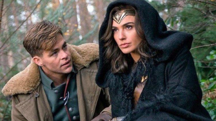 【影評】《神力女超人》:在 1984 年之前,曾有段凡人與英雄間的浪漫愛情故事首圖