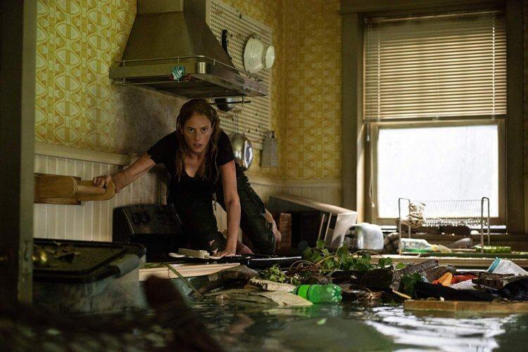 凱亞絲柯黛蘭莉歐在恐怖驚悚片《鱷魔》中飾演救父心切的女主角,雖諳水性,但面對颶風水患以及未知威脅時,將如何化險為夷?