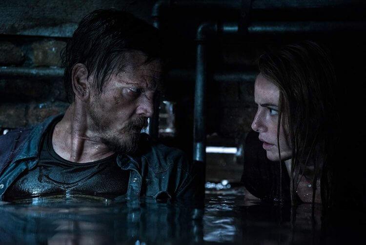 《鱷魔》中的女主角海莉是否能帶著重傷的父親逃出鱷魚與水患颶風的威脅呢?