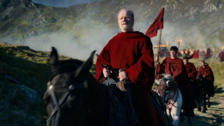 《天命之咒》彼得穆蘭 (Peter Mullan) 飾演「Father Carden」。