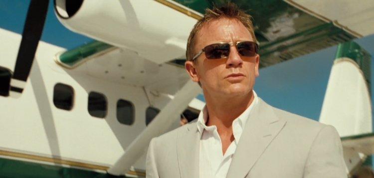 丹尼爾克雷格主演的《007》系列電影,飛遍全球的拍攝也造成碳排放量超標,影響環境。