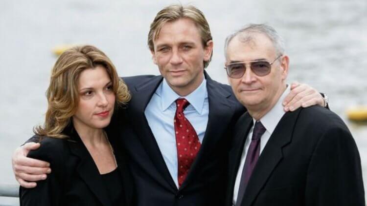芭芭拉(左)、克雷格與麥可在泰晤士河畔記者會