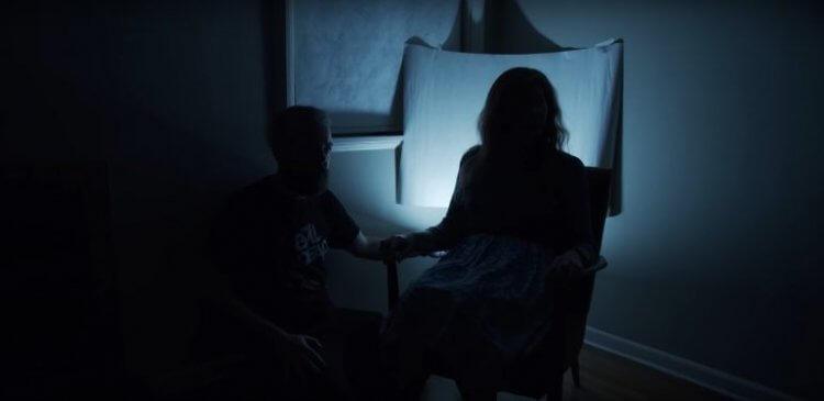 大衛 F 桑德柏格的《鬼陰影》(Shadowed) 短片運用住宅有限空間,搭配聲響、陰影的變化,營造恐懼氛圍。