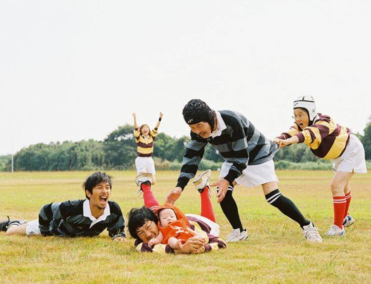 現實中,由淺田政志拍攝的全家福照。