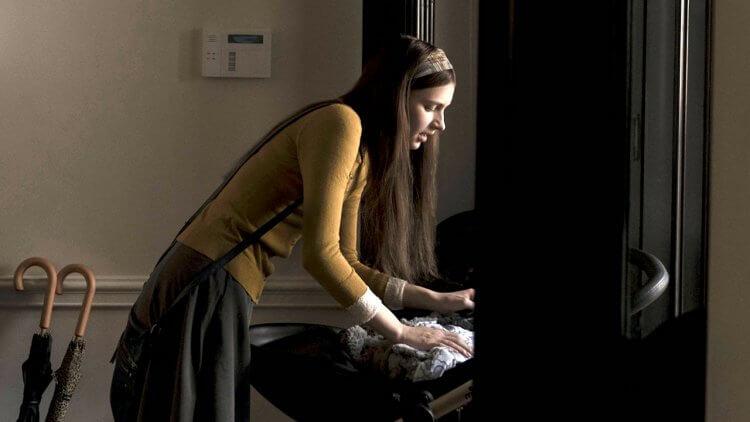 Apple TV+ 影集《靈異女僕》有驚悚鬼才導演奈沙馬蘭加持,已確定續訂第二季。
