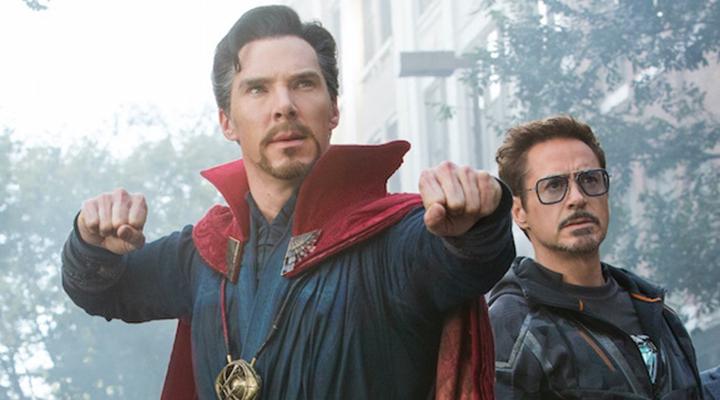 奇異博士在《 復仇者聯盟 : 無限之戰 》中的造型 (左)。