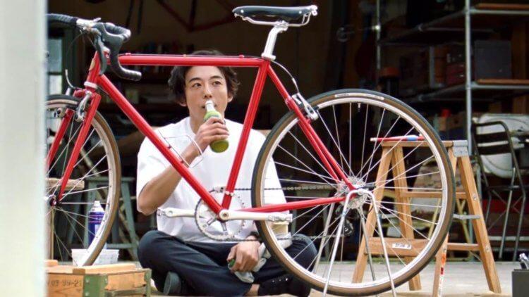 高橋一生與自行車。