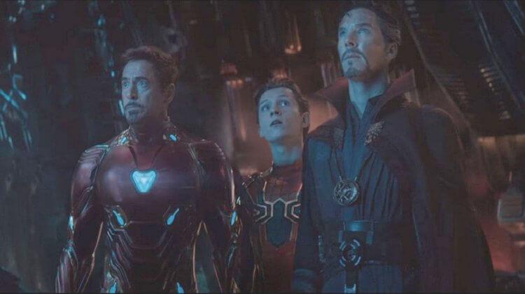 《復仇者聯盟 4:無限之戰》中的鋼鐵人,蜘蛛人以及奇異博士。