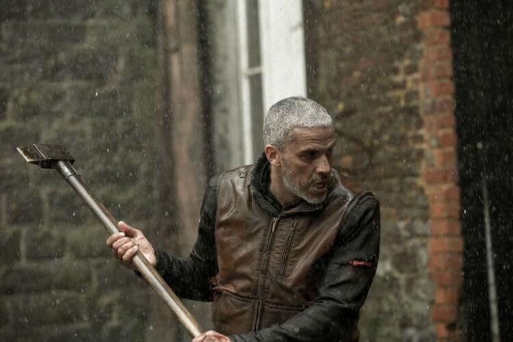 法國驚悚動作劇情片《血土》中,薩米波亞吉拉 (Sami Bouajila) 飾演誓死保護女兒的鋸木廠老闆。