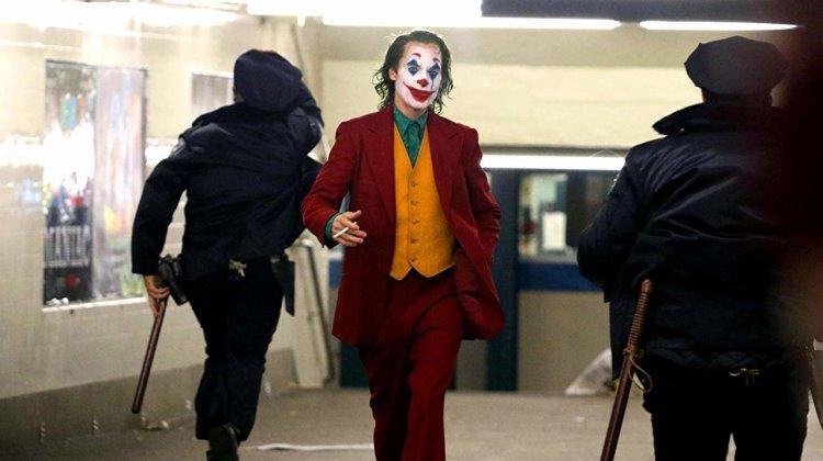 由陶德菲利普斯執導、瓦昆菲尼克斯主演的《小丑》日前全球票房已經超越《死侍 2》,成為 R 級票房冠軍。