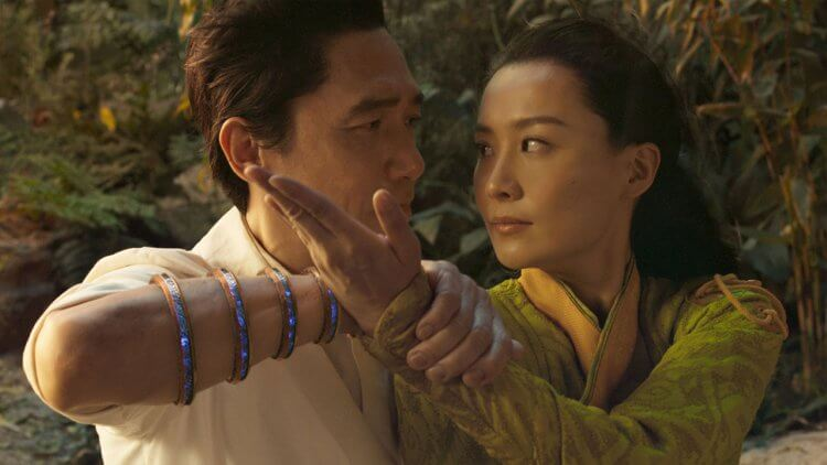 陳法拉談《尚氣》與梁朝偉的合作經驗:「他在劇中技壓全場,下戲後既謙虛又沈著、害羞。」首圖