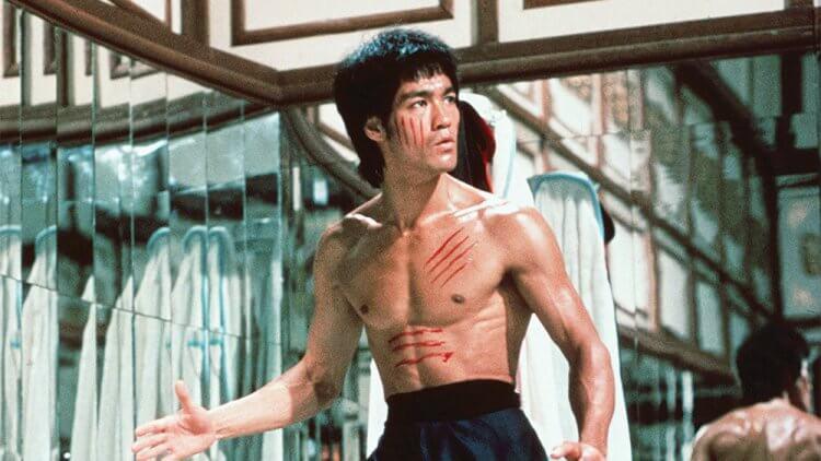 你我所熟悉的武術大師,已故影星李小龍。他的故事在鬼才導演昆汀塔倫提諾作品《從前,有個好萊塢》中也有部分著墨。