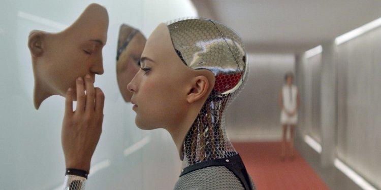 亞力克斯嘉蘭 2015 年作品《人造意識》。