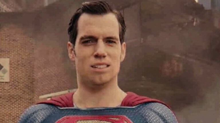 《正義聯盟》中的有些畫面,必須以後製方式去消除超人臉上的鬍子。